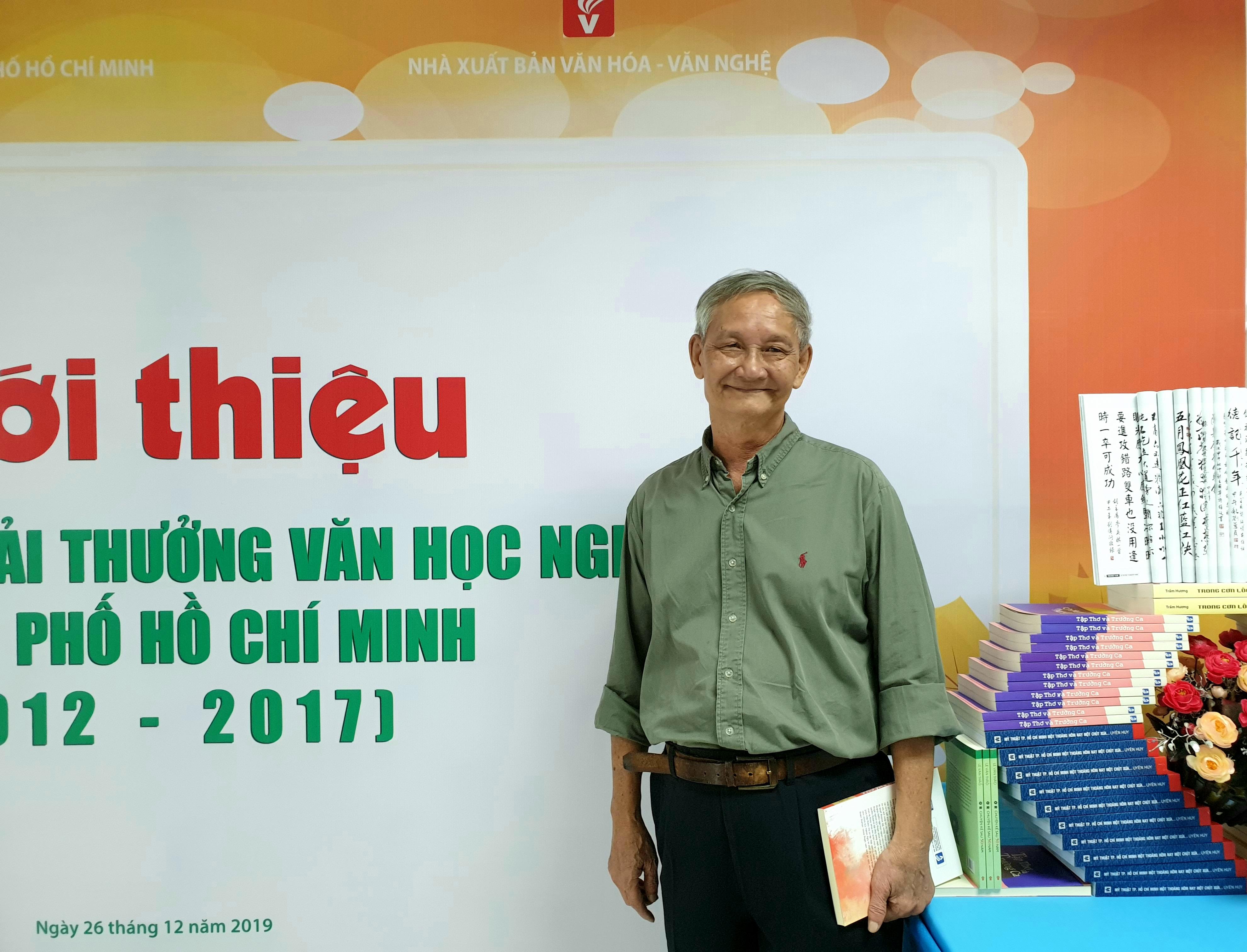 Nhà văn Văn Lê.
