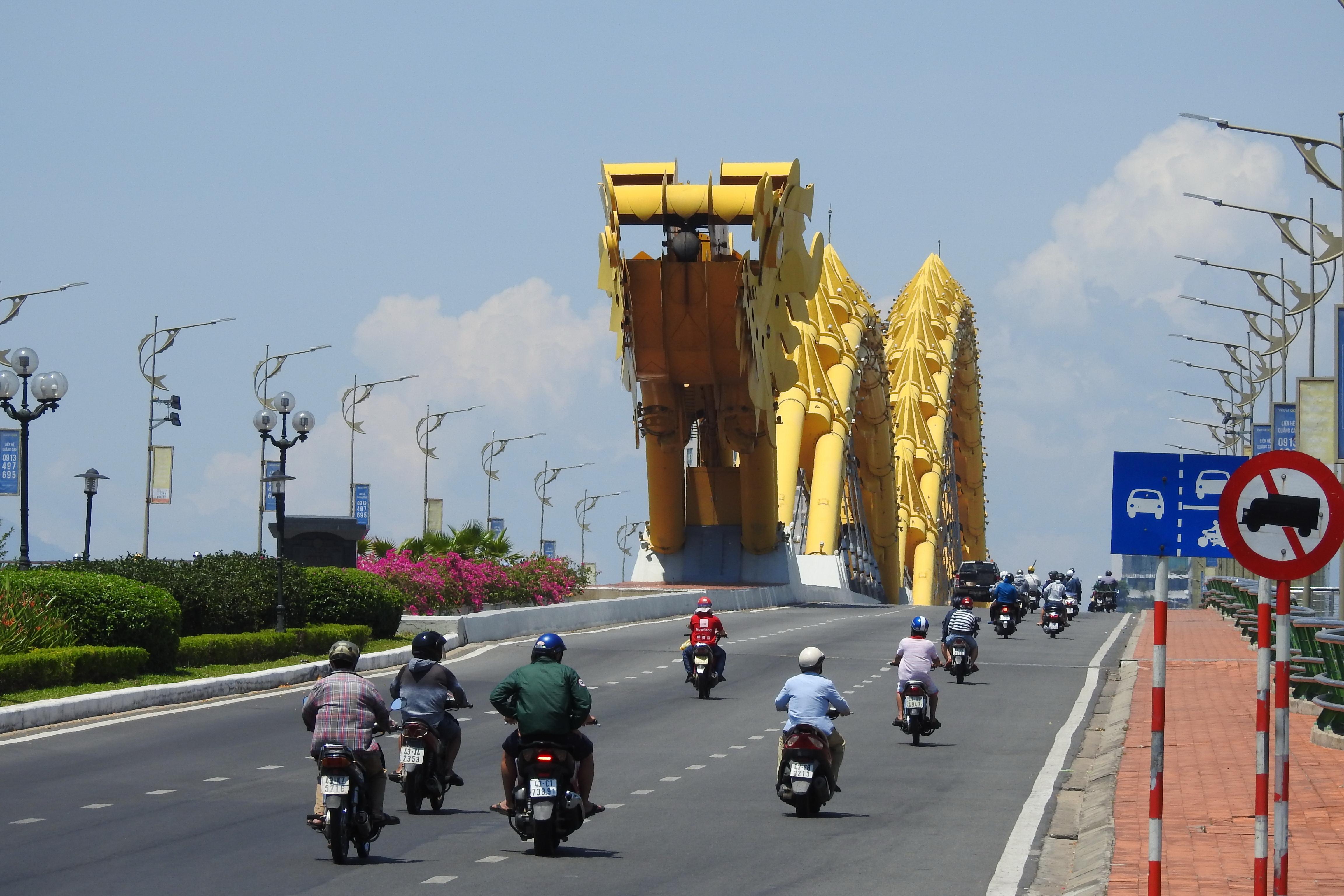 Hoạt động đời sống, xã hội của TP Đà Nẵng đang dần trở lại bình thường. Ảnh Thanh Tùng.