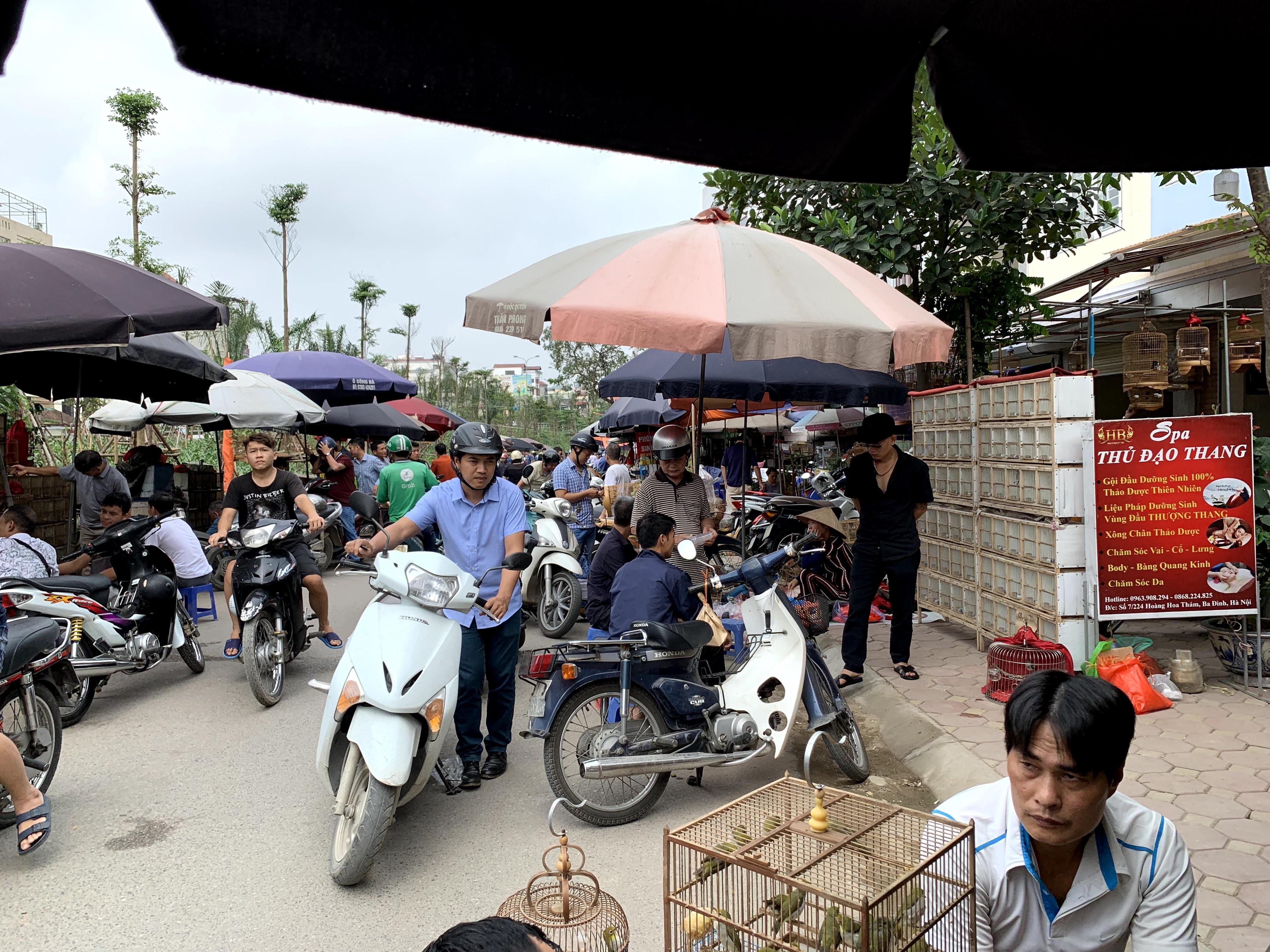 Khung cảnh ùn tắc giao thông tại đoạn đường cầu vượt Văn Cao.
