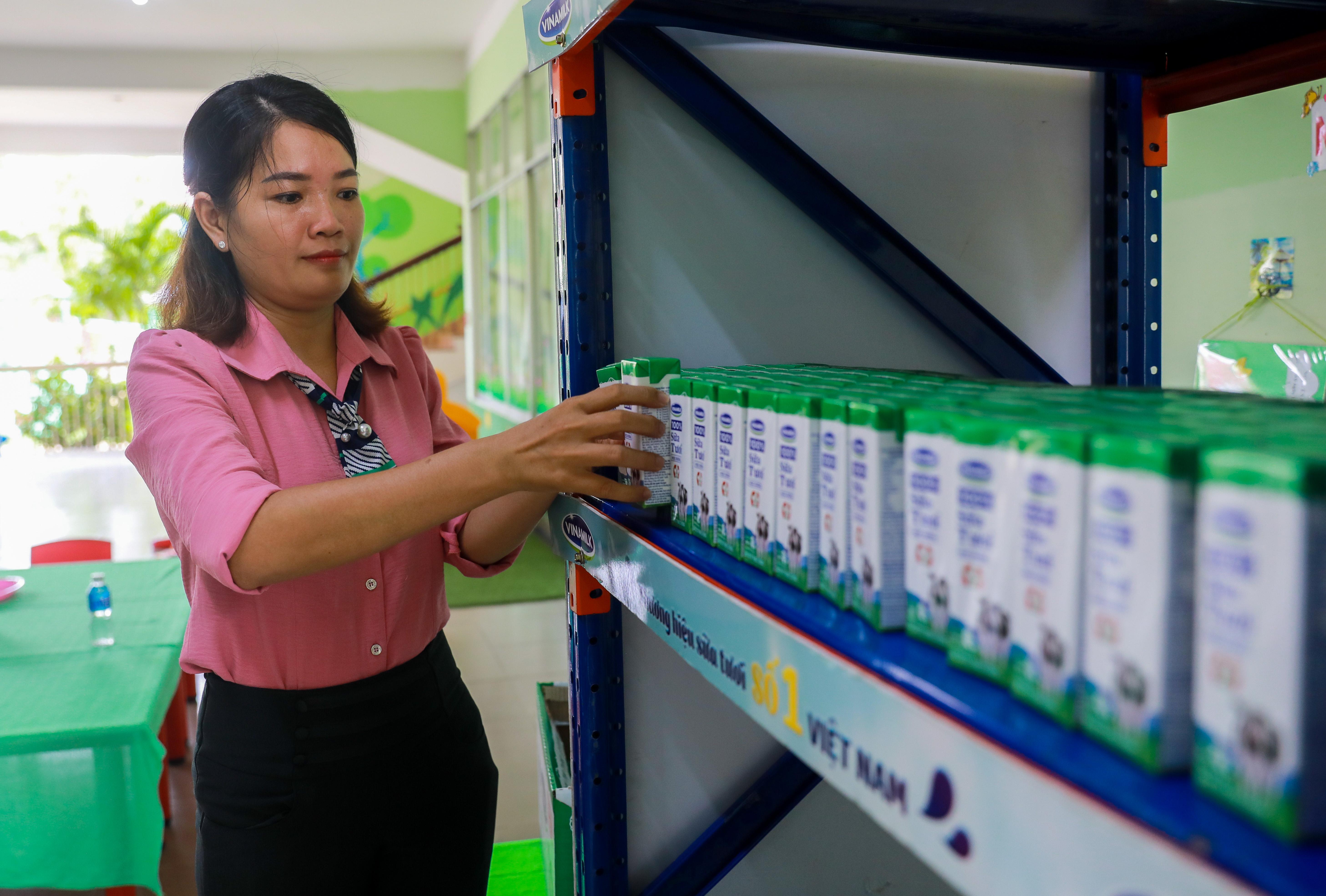 Sản phẩm SHĐ ở giai đoạn học kì 2, công ty Vinamilk tuân thủ một cách nghiêm ngặt theo các tiêu chuẩn quy định tại Thông tư 31 do Bộ Y tế ban hành.