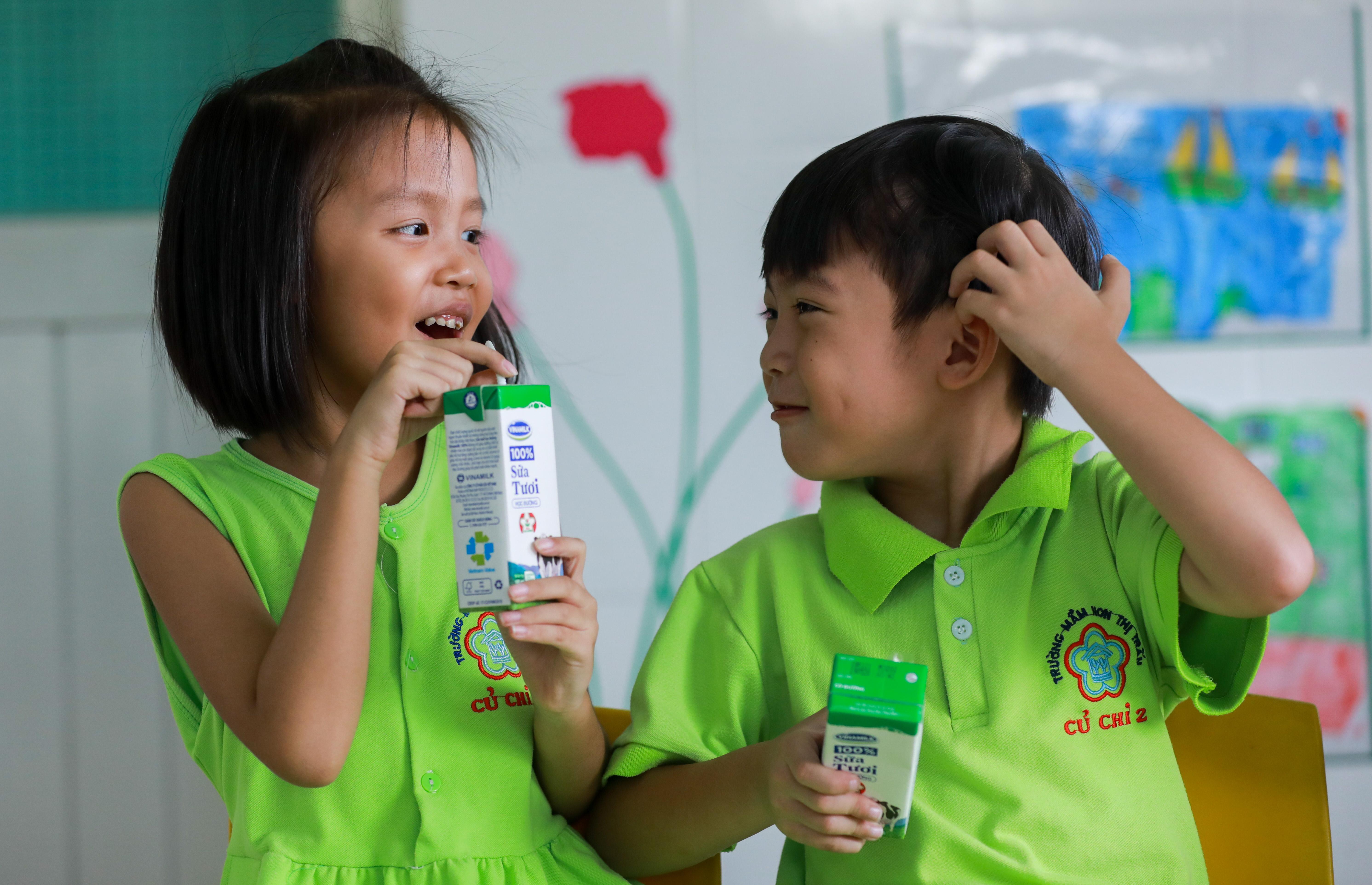 Niềm vui uống sữa học đường an toàn tại TP HCM - Ảnh 3