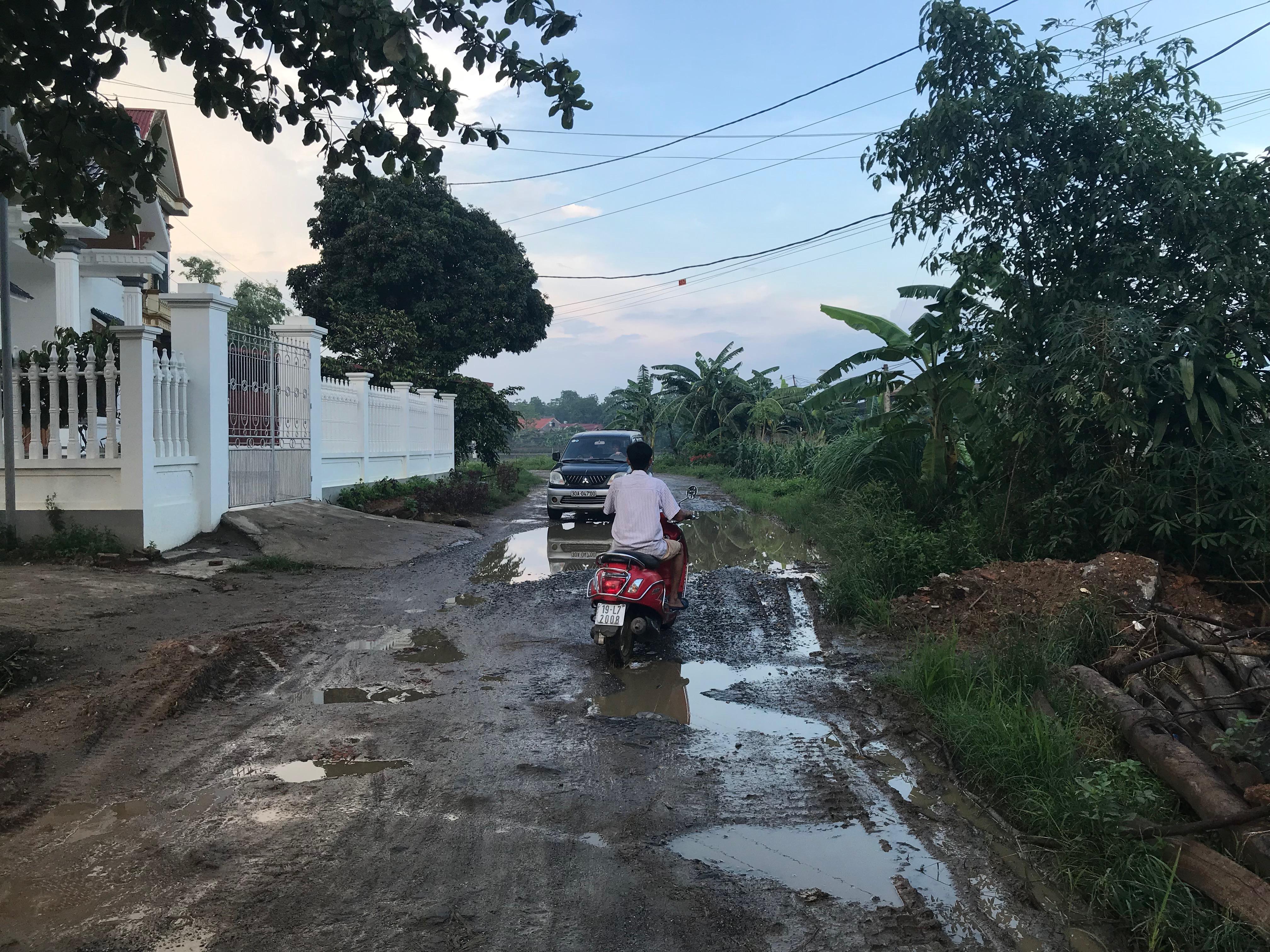 """Đường Tỉnh lộ 316B qua địa bàn xã Đào Xá, huyện Thanh Thủy, tỉnh Phú Thọ đầy rẫy """"ổ voi"""", """"ổ gà""""."""