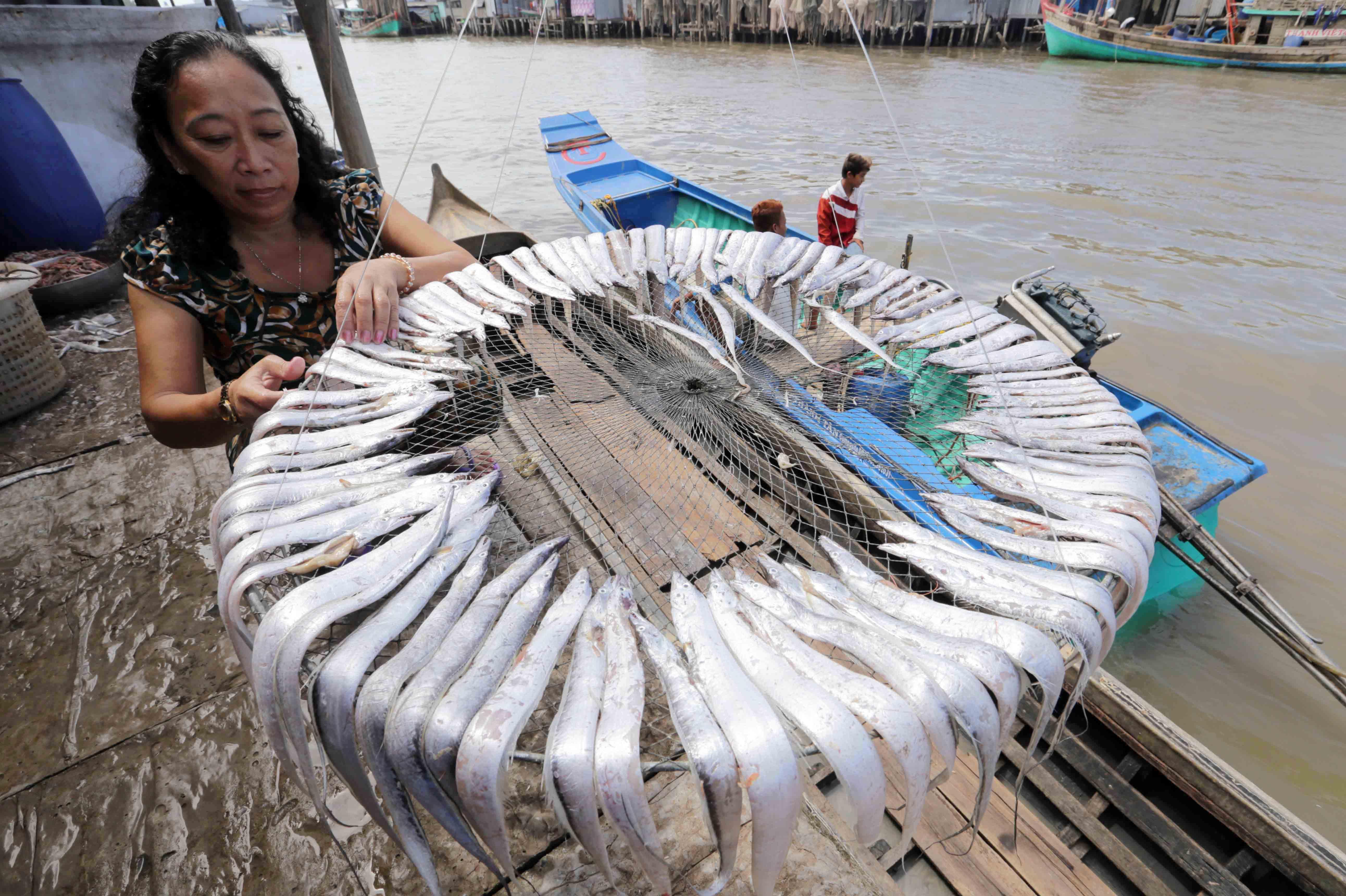 Vốn vay chính sách giúp các làng quê ven biển phát triển nghề truyền thống.