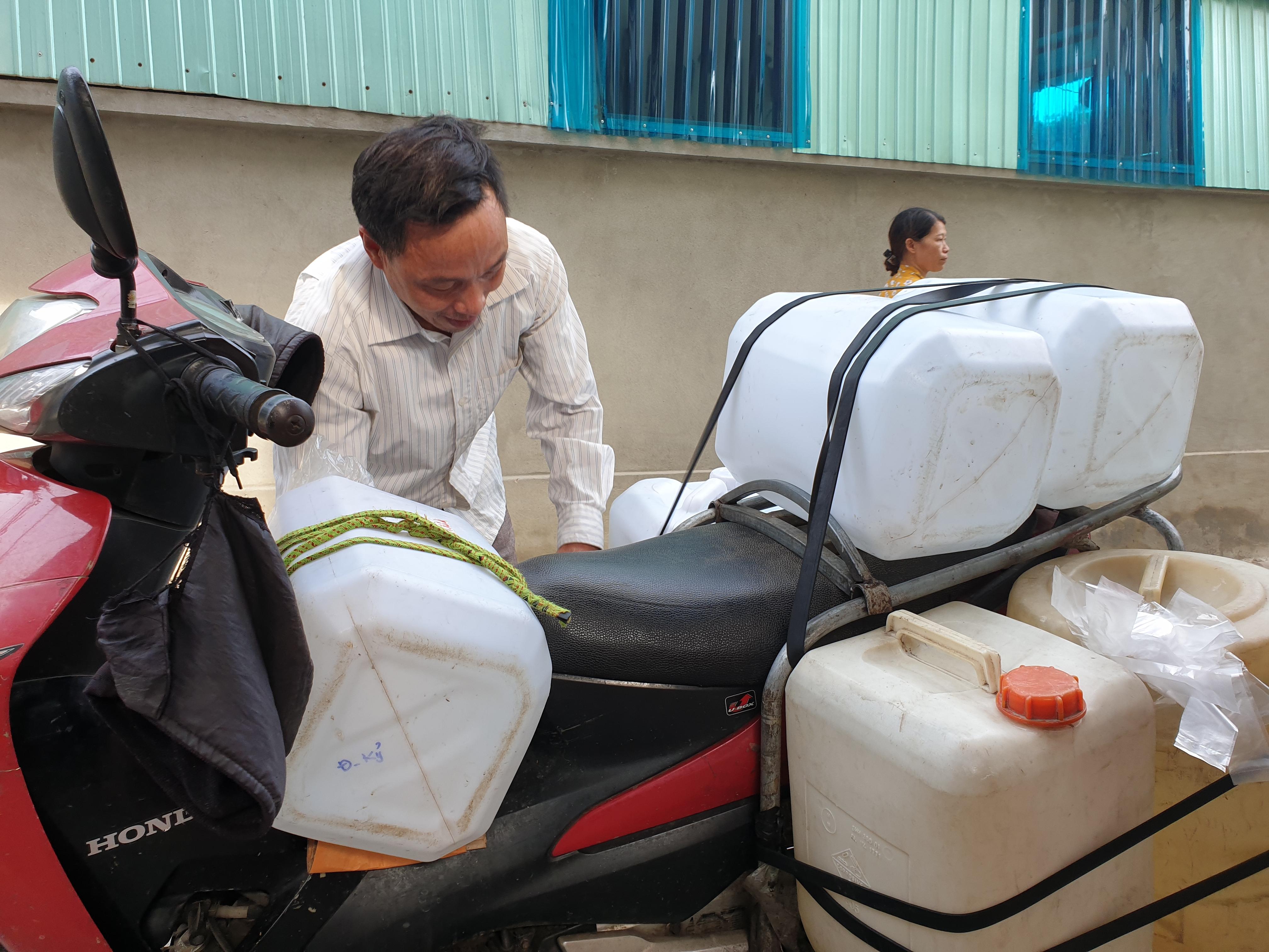 Nhiều hộ dân huyện Đức Thọ phải lo nước sinh hoạt từng ngày.
