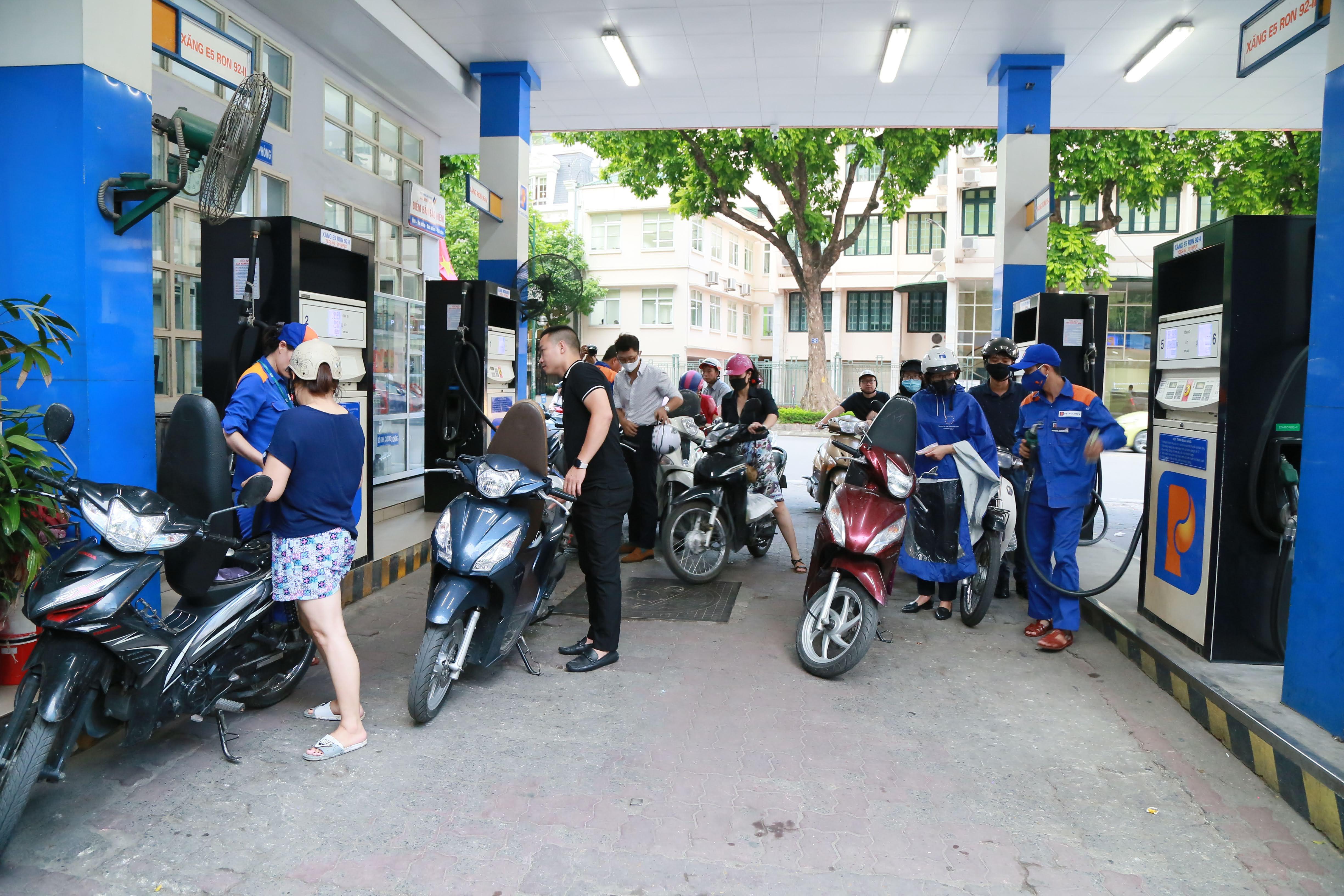 Thị trường xăng dầu hi vọng sẽ cởi mở. Ảnh: Quang Vinh.