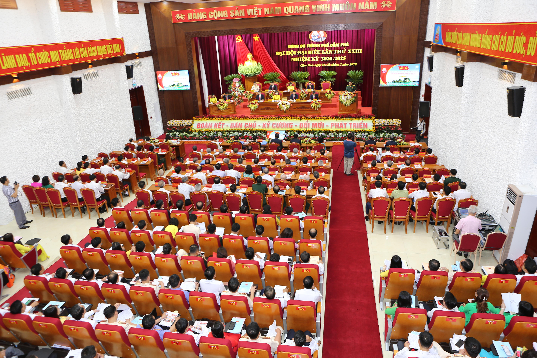 Toàn cảnh Đại hội Đại biểu Đảng bộ thành phố Cẩm Phả.
