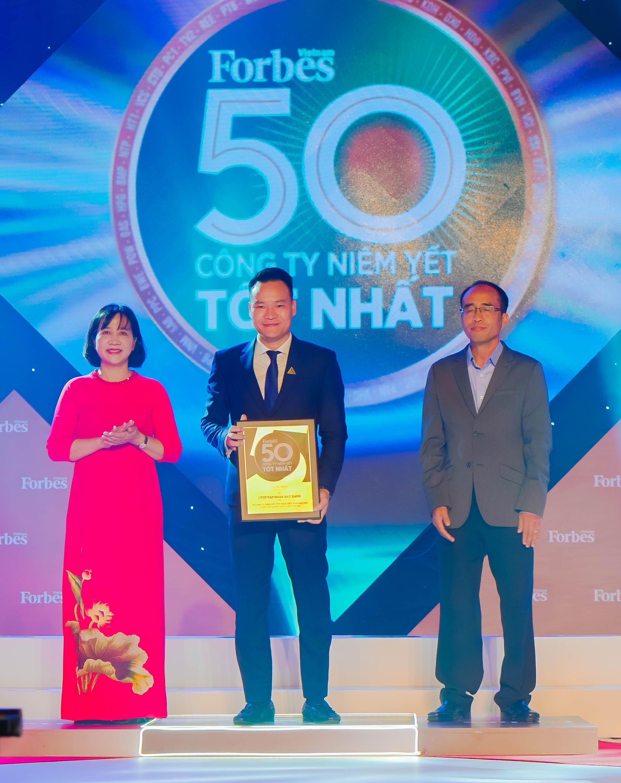 Lần thứ 8 liên tiếp, Tập đoàn Đất Xanh góp mặt trong danh sách 50 công ty niêm yết tốt nhất Việt Nam do Tạp chí Forbes Việt Nam bình chọn.