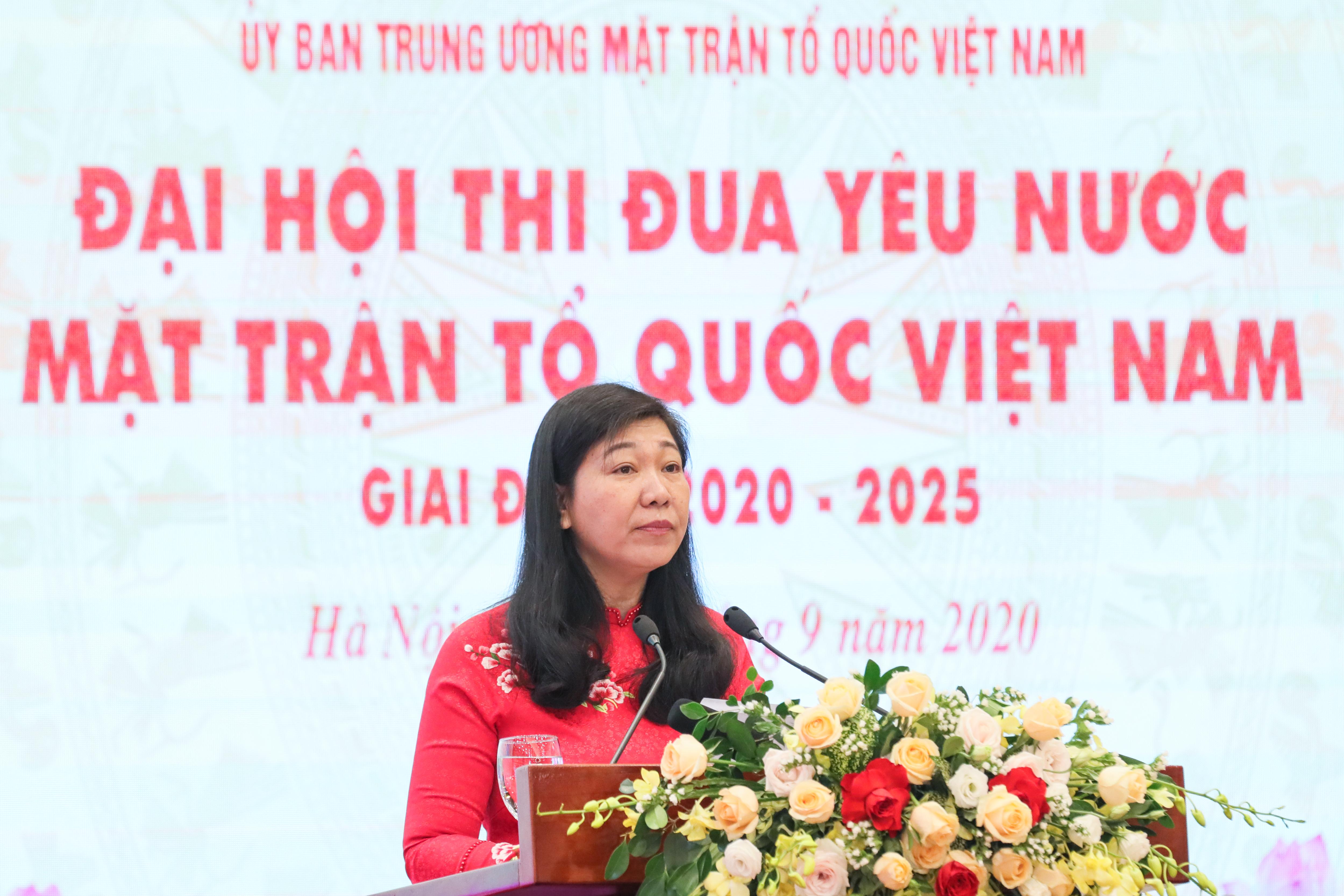 Bà Nguyễn Lan Hương, Chủ tịch Ủy ban MTTQ Việt Nam thành phố Hà Nội phát biểu.
