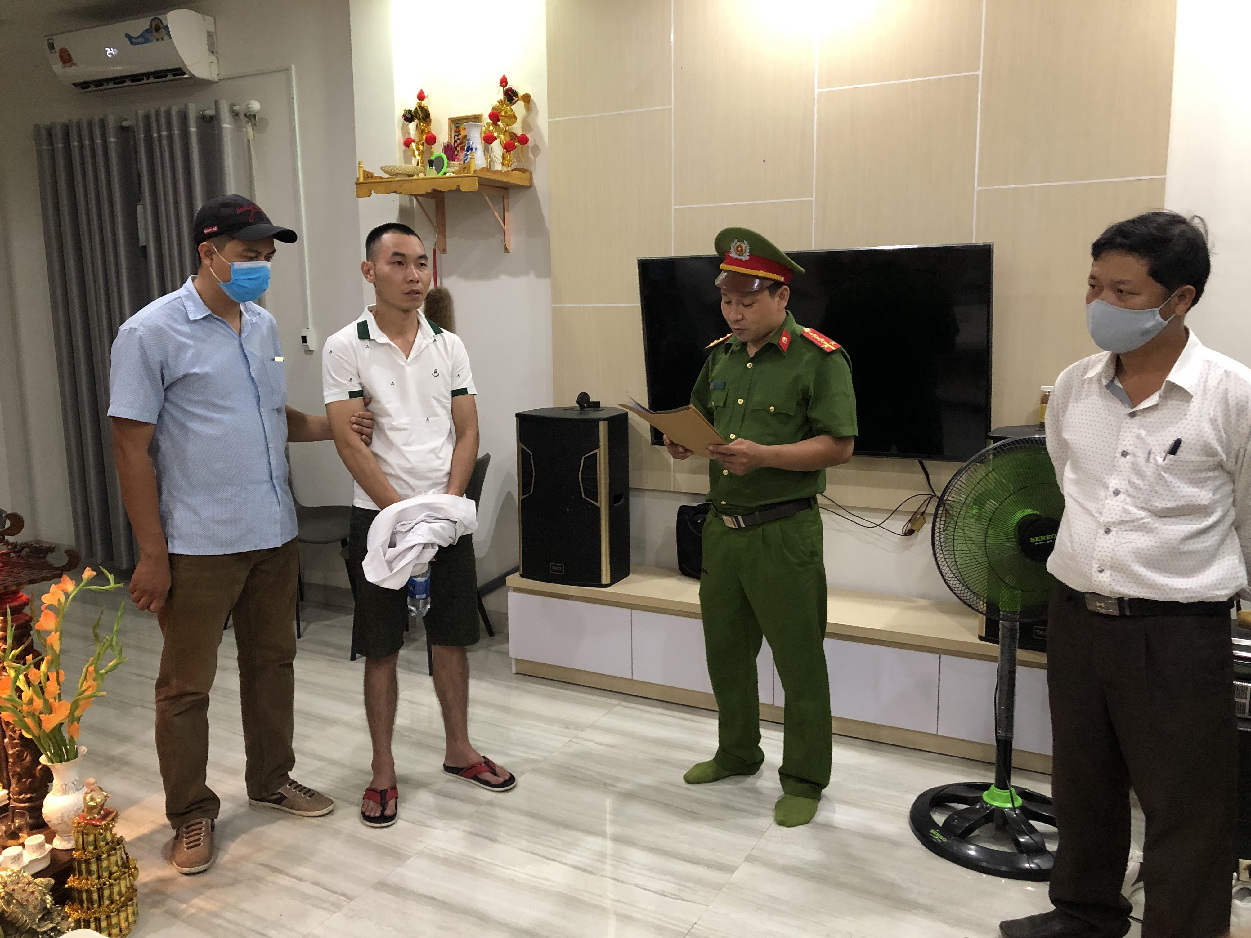 Cơ quan chức năng đọc lệnh bắt giữ đối tượng cầm đầu Trần Quốc Bảo Duy.