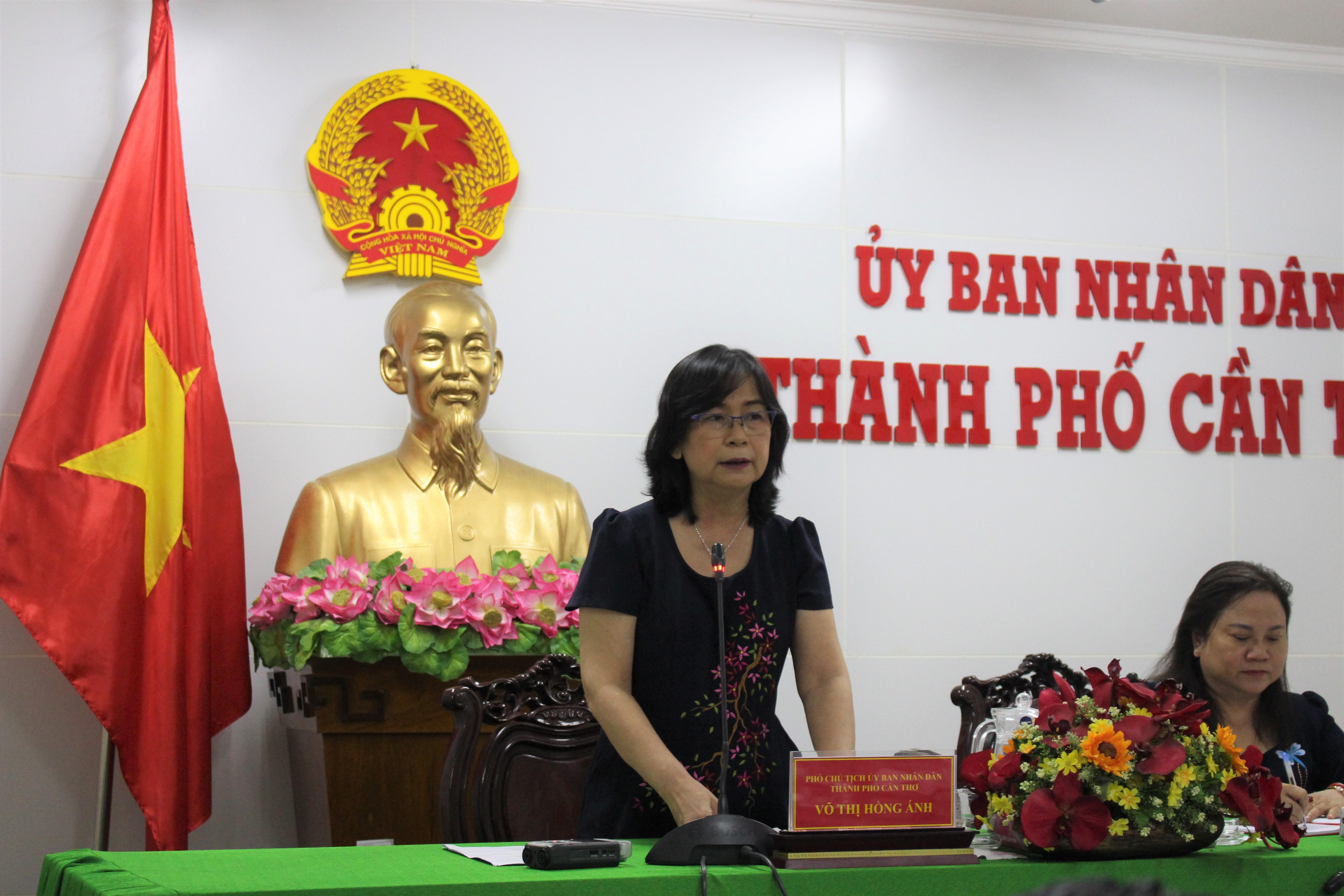 Bà Võ Thị Hồng Ánh phát biểu tại cuộc họp.