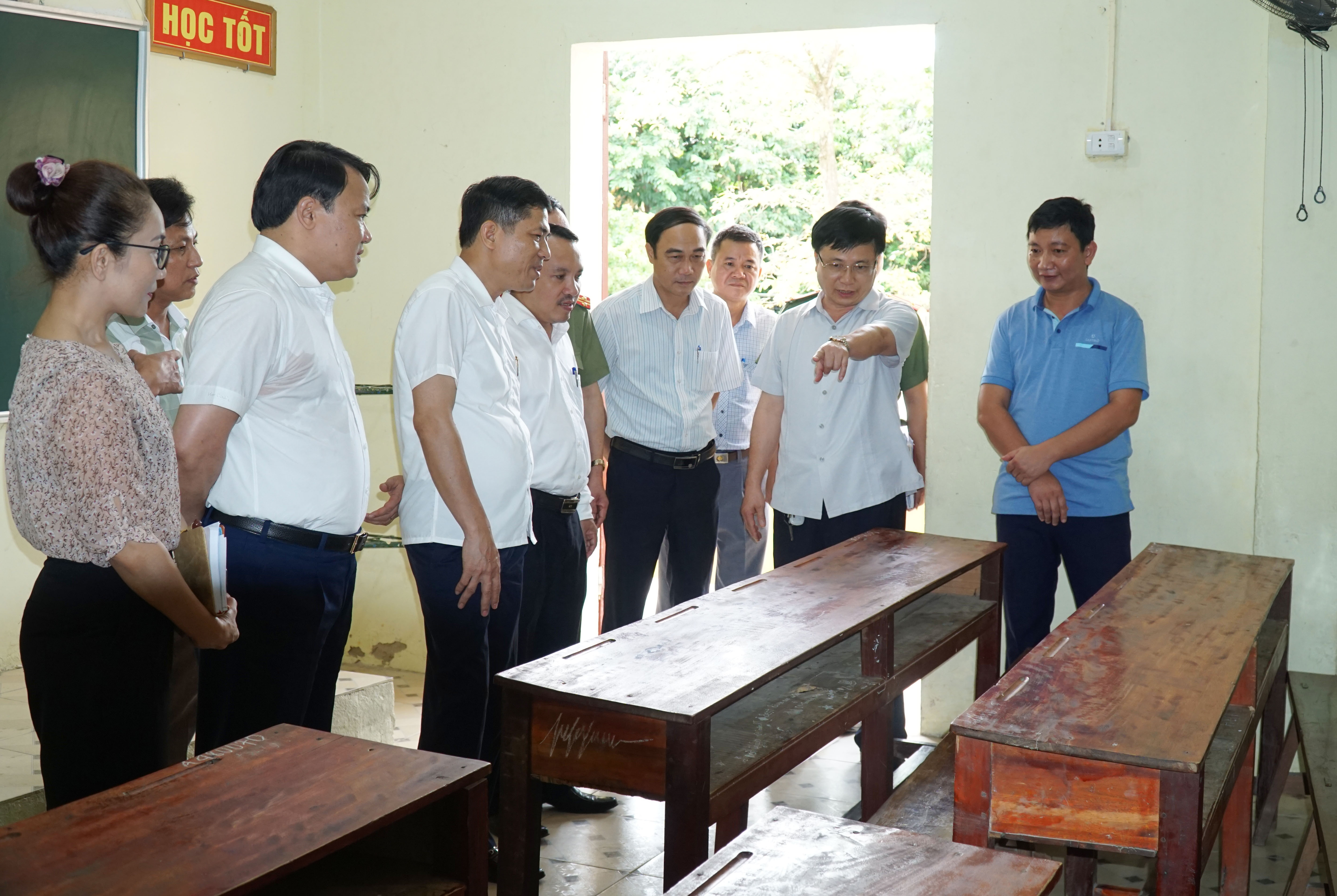Ban chỉ đạo thi Nghệ An kiểm tra tại điểm thi Trường THPT Đô Lương 1.