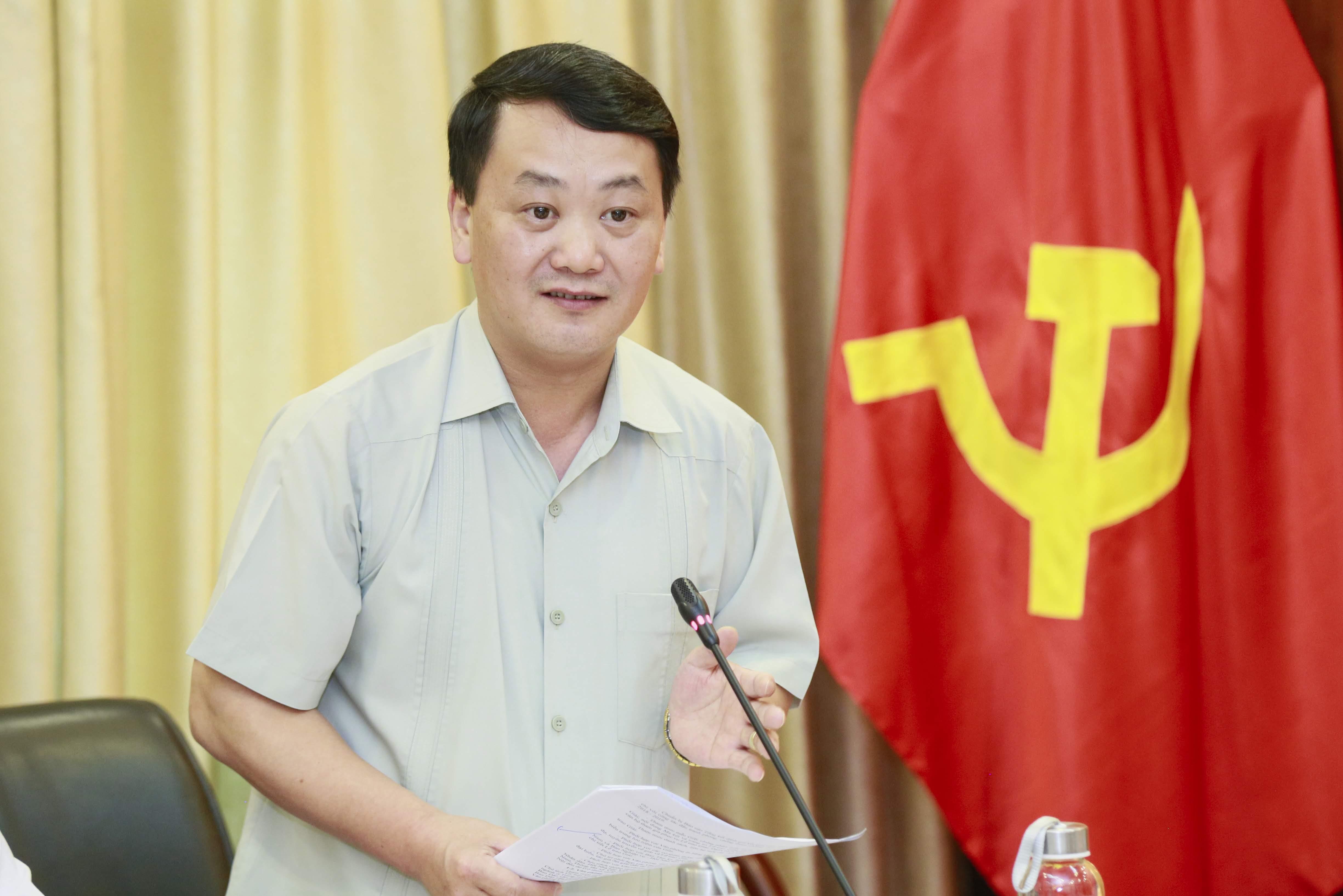 Phó Chủ tịch - Tổng Thư ký UBTƯ MTTQ Việt Nam Hầu A Lềnh.