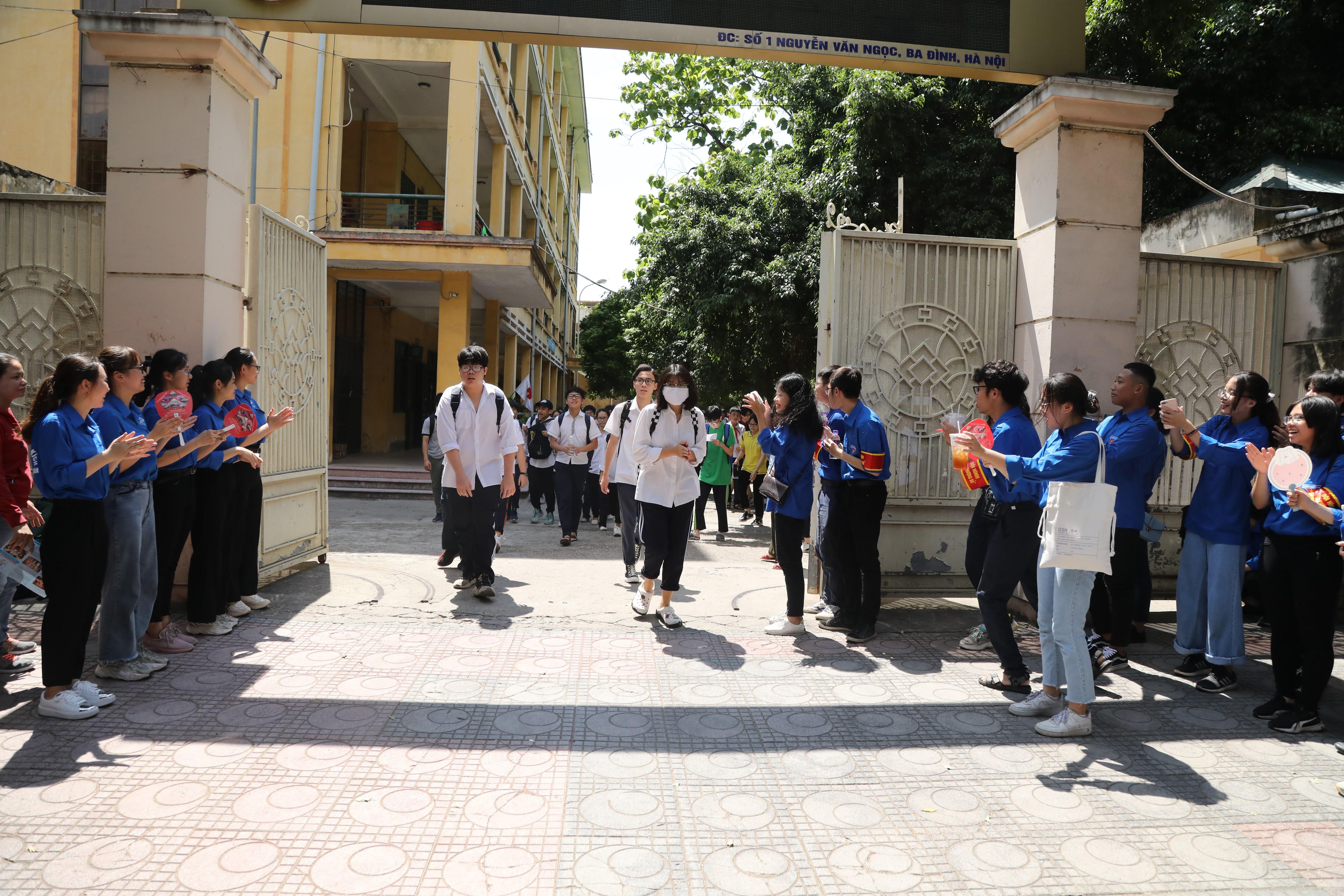 Thí sinh dự thi vào lớp 10 tại Hà Nội. Ảnh: Phạm Quang Vinh.