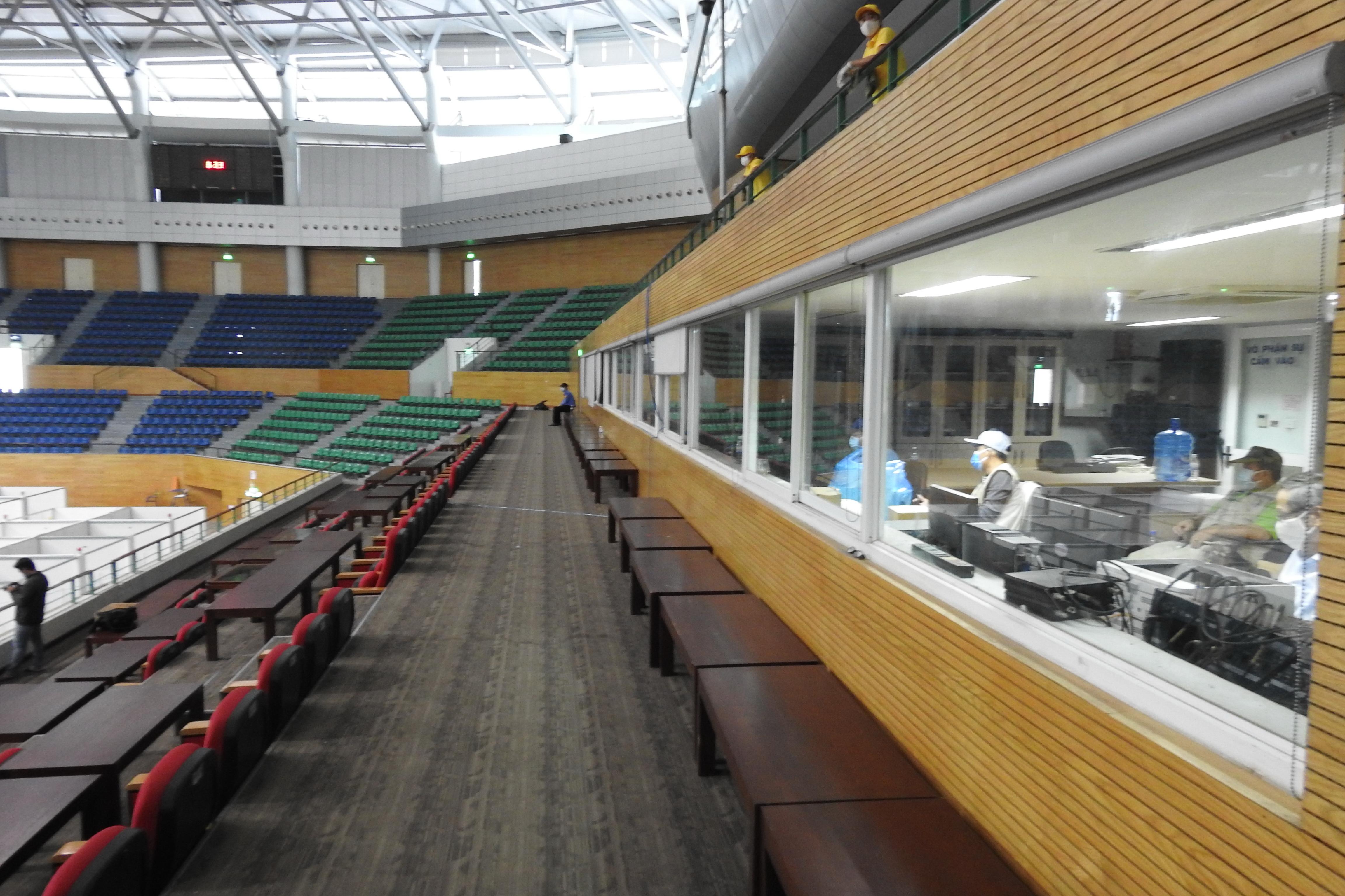 Với sức chứa 6.000 khán giả, căn cứ vào diễn biến dịch bệnh diện tích còn lại của Cung thể thao Tiên Sơn sẽ được nâng cấp thêm từ 1.500 đến 2.000 giường vào các giai đoạn tiếp theo. Ảnh Bình Nguyên.
