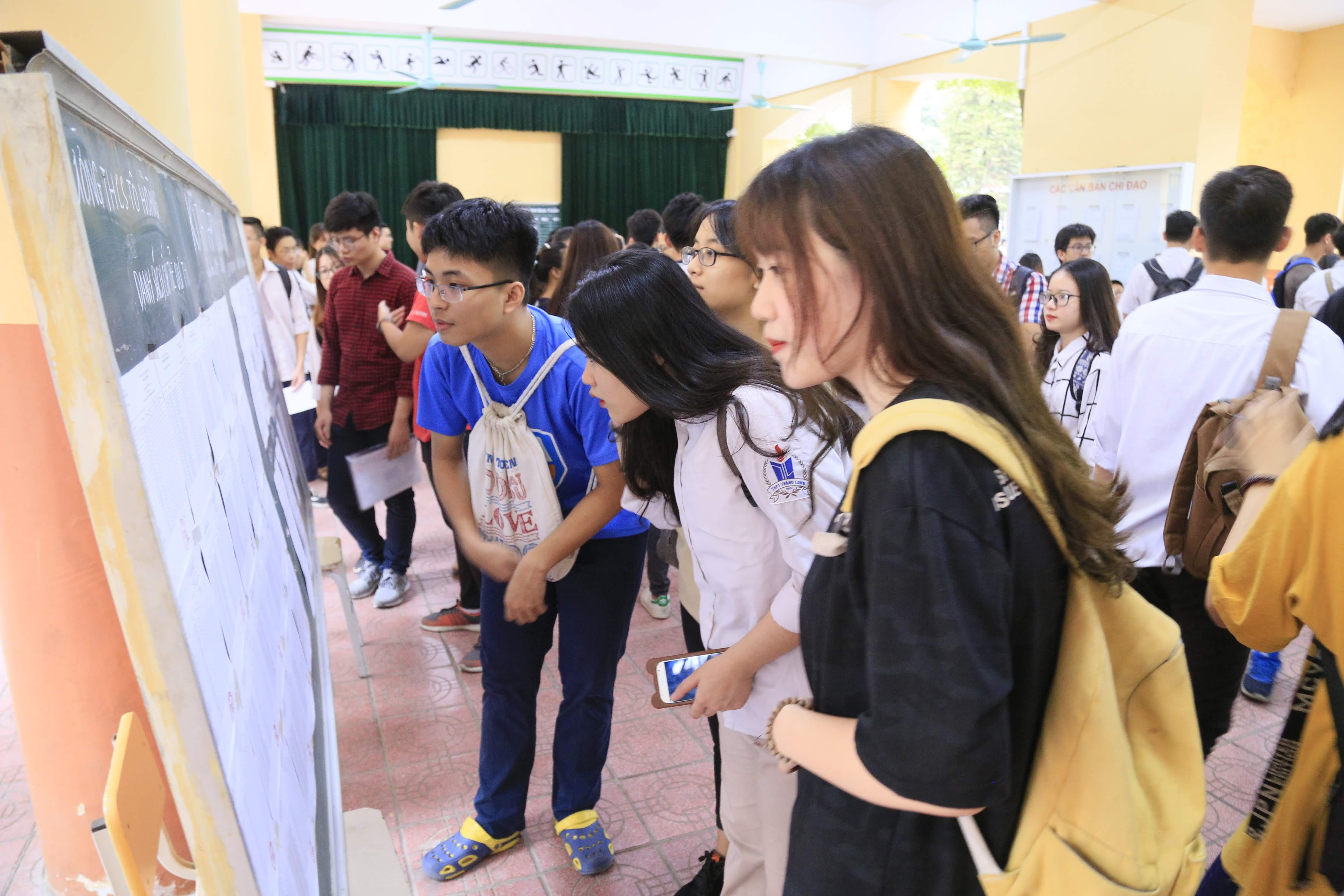 """Kỳ thi năm nay được đánh giá là """"dễ thở"""" so với lực học của các em. Ảnh: Phạm Quang Vinh."""
