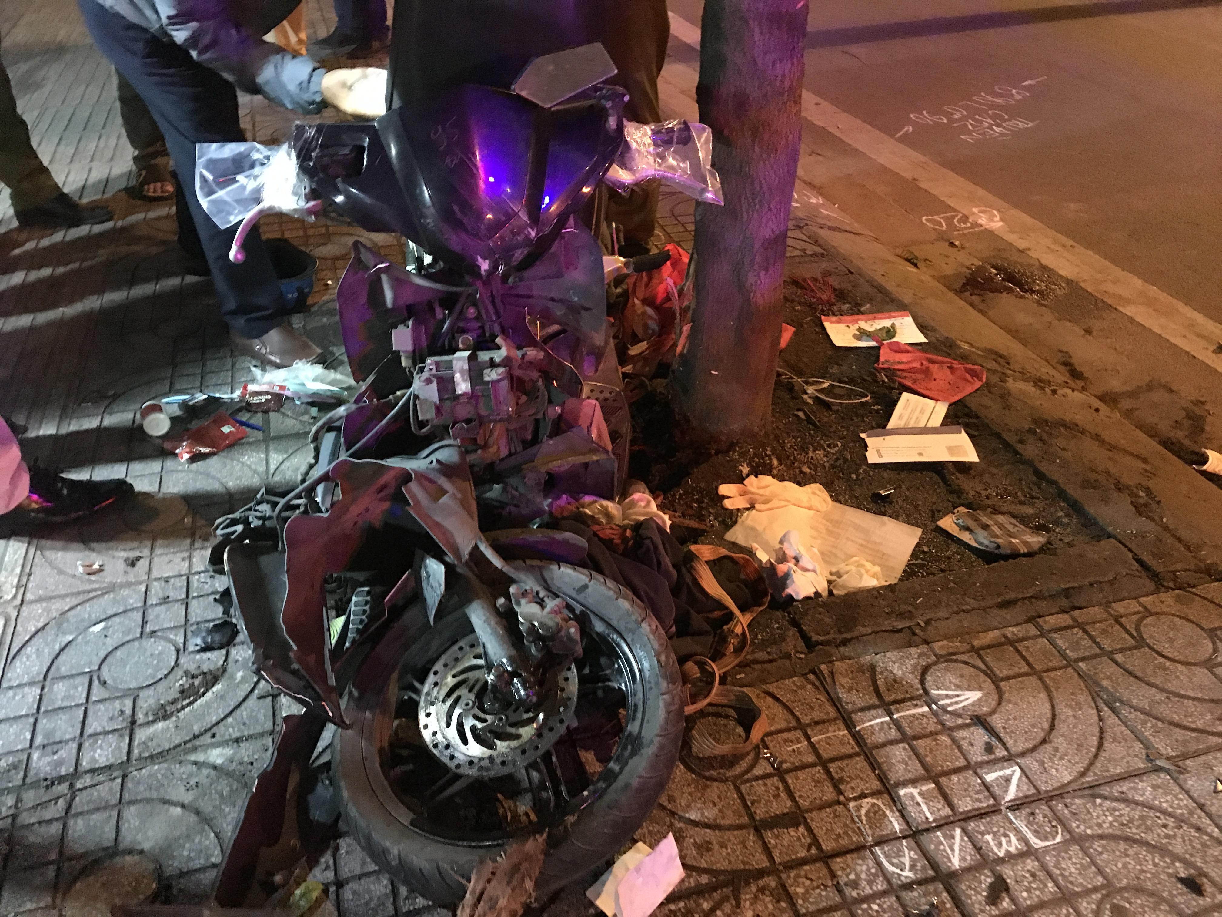 Xe máy bị biến dạng vì tai nạn.