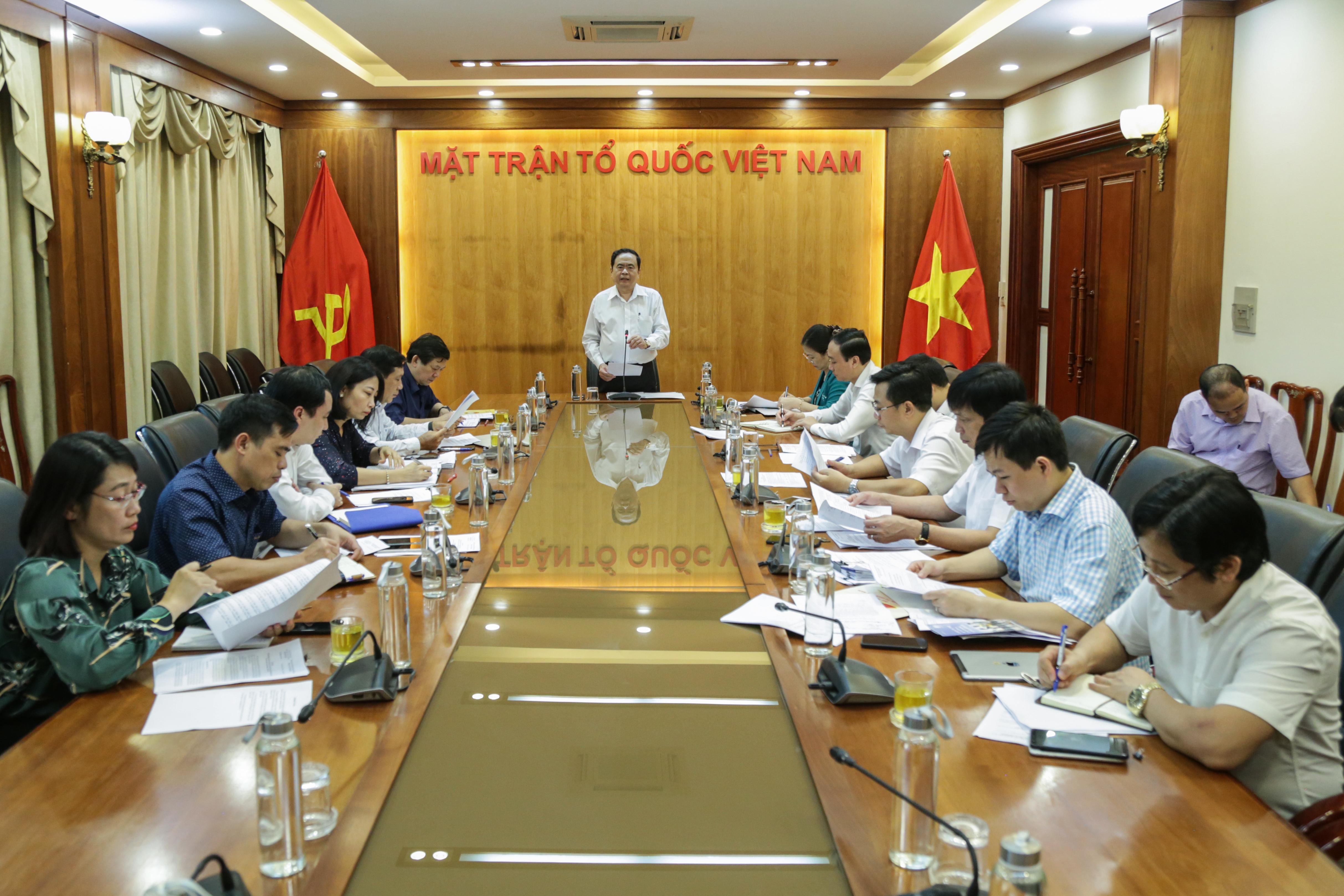 Chủ tịch Trần Thanh Mẫn chủ trì cuộc họp Ban Tổ chức Chương trình.Ảnh: Quang Vinh.
