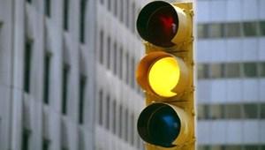 Được vượt đèn vàng: Hiểu thế nào về việc nếu dừng lại gây nguy hiểm?