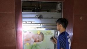 Thanh Hóa: Giải cứu 2 phụ nữ mắc kẹt trong thang máy