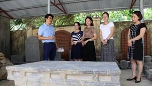 Phát hiện sập đá cổ nằm sâu dưới mặt ruộng tại Ninh Bình