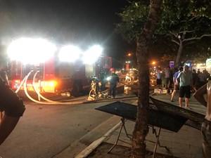 Thanh Hóa: Nhà hàng bốc cháy dữ dội trong đêm