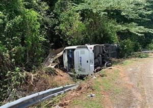 Vụ lật xe ở Quảng Bình: Bệnh viện Việt Đức điều tổ cấp cứu đến hỗ trợ