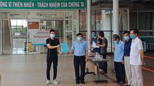 Quảng Nam: Đưa 2 bệnh nhân Covid-19 khỏi bệnh về nhà bằng xe cứu thương