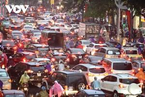 [ẢNH] Đường phố Thủ đô Hà Nội 'tắc như nêm' vào giờ tan tầm