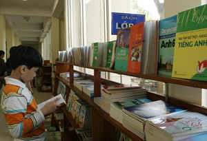 Địa phương chọn sách giáo khoa: Khó khách quan, công bằng
