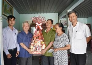 TP Hồ Chí Minh: Thăm, tặng quà nguyên lãnh đạo tuyên giáo và gia đình chính sách
