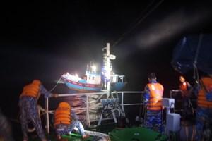 Cảnh sát biển vùng 2 cứu nạn thành công tàu cá gặp nạn