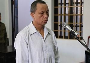 20 năm tù giam cho gã bảo vệ trường học hiếp dâm, dâm ô 6 học sinh