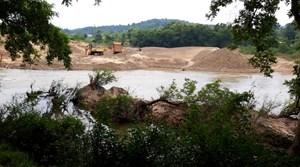 Lạng Sơn: Doanh nghiệp rầm rộ khai thác cát, dân hoang mang