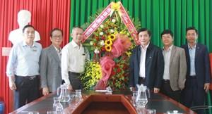 Lãnh đạo tỉnh Đắk Lắk thăm và chúc mừng Ngày Thầy thuốc Việt Nam 27-2