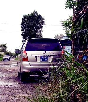 Kiên Giang: Nhiều xe biển xanh đi ăn khai trương nhà nuôi yến của lãnh đạo UBKT Tỉnh ủy