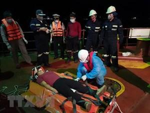 Cứu nạn thuyền viên Philippines bị đau ngực, bất tỉnh trên biển