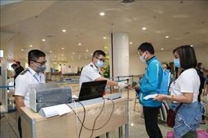 Bộ Ngoại giao khuyến cáo người Việt Nam ở nước ngoài tạm thời không về nước