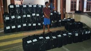 Quảng Trị: Phát hiện xe tải chở 25.000 gói thuốc lá lậu