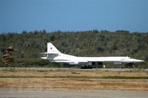 Máy bay ném bom chiến lược Tu-160 của Nga tuần tra Biển Baltic