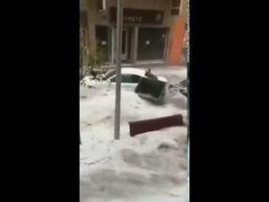 [VIDEO] Hãi hùng cảnh lũ và mưa đá dữ dội cuốn trôi xe hơi tại Tây Ban Nha