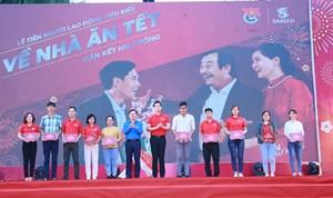 TP HCM: Tiễn 2.000 người lao động xuất sắc về quê đón Tết Canh Tý