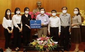 BẢN TIN MẶT TRẬN: Phó Chủ tịch Nguyễn Hữu Dũng tiếp nhận ủng hộ từ các tổ chức, cá nhân, nhà hảo tâm cho công tác phòng chống dịch Covid-19
