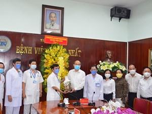 Bí thư Thành ủy TP HCM thăm, động viên đội ngũ y, bác sĩ