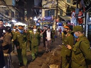 Hà Nội: Quận Hoàn Kiếm cách ly toàn bộ số người nghi nhiễm Covid-19