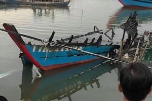 Thừa Thiên - Huế: Tàu cá trị giá 500 triệu đồng bốc cháy trong đêm