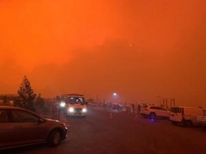 Cháy rừng dữ dội, bầu trời Australia đỏ rực như 'ngày tận thế'