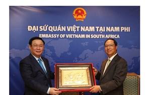 Phó Thủ tướng Vương Đình Huệ thăm Đại sứ quán Việt Nam tại Nam Phi