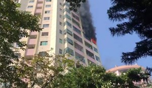Hà Nội: Cháy căn hộ tầng 10 chung cư làng quốc tế Thăng Long