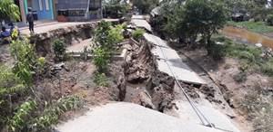 Cà Mau: Sụt lún hơn 30 m đường, tuyến giao thông nông thôn bị cắt đứt