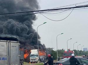 Quảng Bình: Xe tải bốc cháy, hàng chục xe máy mới xuất xưởng bị thiêu rụi